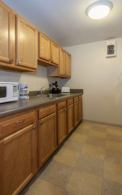 Andrews Place Kitchen with microwave and sink