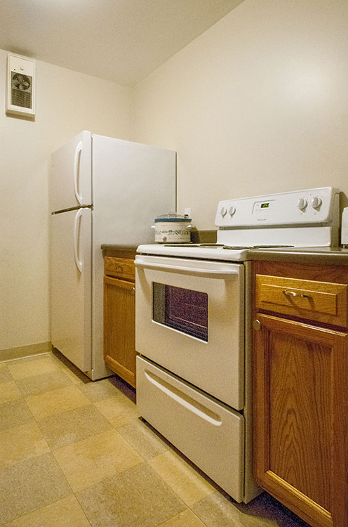 Andrews Place Kitchen with oven and refrigerator